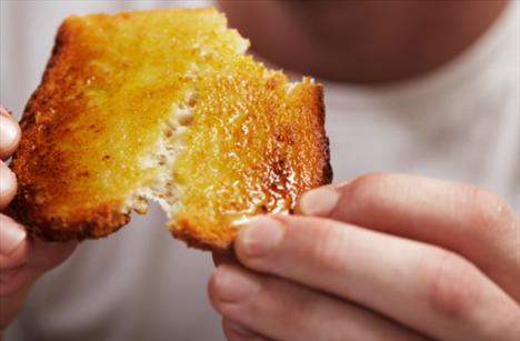 Her sabah benzer kahvaltı yapmayın: Bazı günler yeme biçiminizi değiştirin. Tek yönlü beslenmeyerek farklı tatları deneyin. Bazen meyve ve yoğurt, bazen peynir-ekmek, bazen yulaf ve süt, bazen de yumurta ve ekmek gibi.