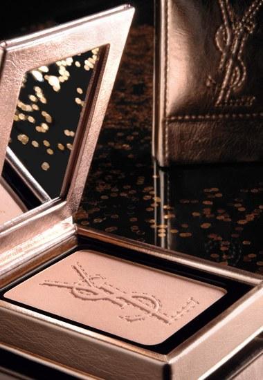 Palette Metallic Colorama, Yves-Saint Laurent Metalik dikdörtgen kutusu içinde sunulan, dekolte ve yüz için uygun, hataları kapatan bir pudra...