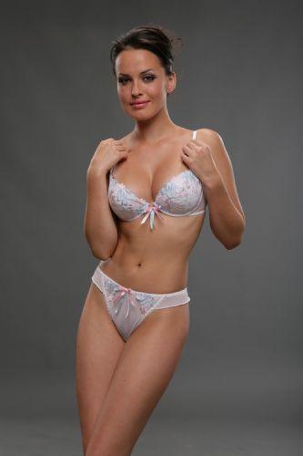 Kendra Wilkinson - 62