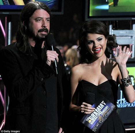 Rocker Dave Ghorl ve Selene Gomez gecenin sunucularındandı.
