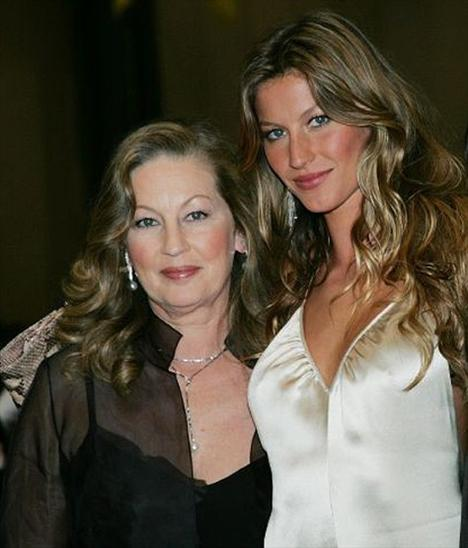 30 yaşındaki Gisele Bündchen ve annesi Vania.