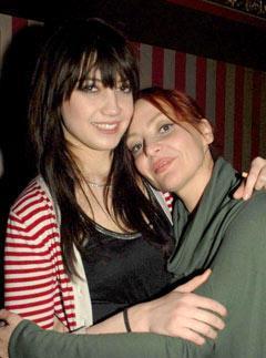27 yaşındaki Agyness Deyn ve annesi Lorraine