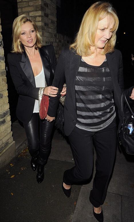 Kate Moss ve annesi Linda
