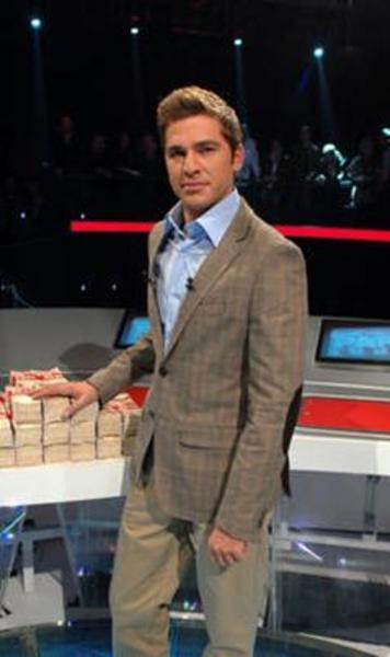 Son olarak Kapalıçarşı dizisinde rol alan Düzyatan New York'ta Beş Minare filmindeki performansıyla da göz doldurdu.   Şu sıralar TV'de Canlı Para adlı yarışmayı sunuyor.