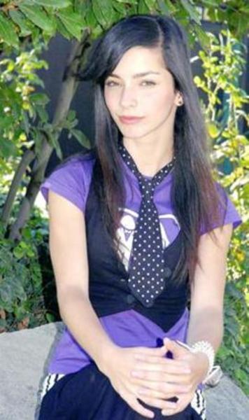 İlk kez 2006 yılında kamera karşısına geçen Merve, Acemi Cadı dizisinde canlandırdığı Ayşegül karakteri ile şöhrete kavuştu.