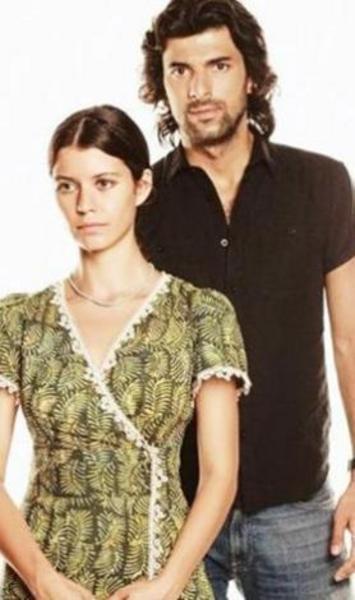 Kara Yılan, Bir Bulut Olsam gibi dizilerde oynadı.   Şu sıralar aynı yarışmada mücadele ettiği Beren Saat ile birlikte Fatmagül'ün Suçu Ne dizisinde rol alıyor.