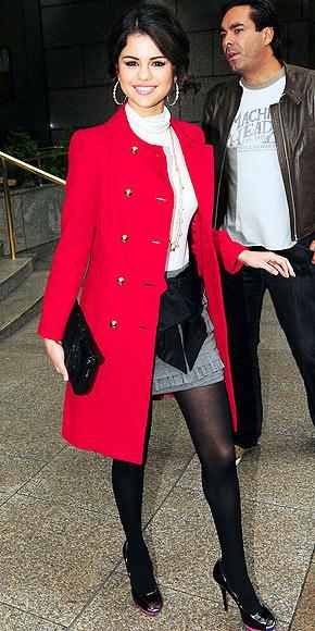 Selena Gomez'in kırmızı paltosu