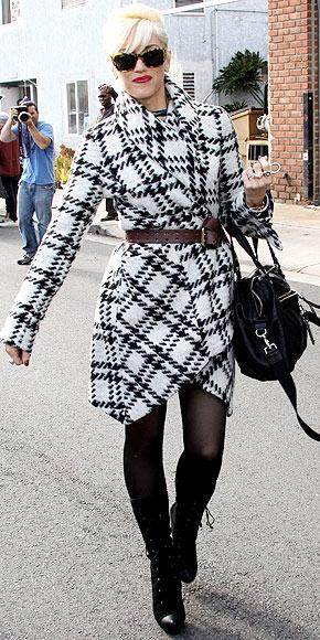 Gween Stefani'nin kaz ayağı desenli paltosu