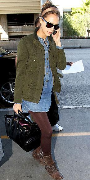 Jessica Alba'nın askeri paltosu