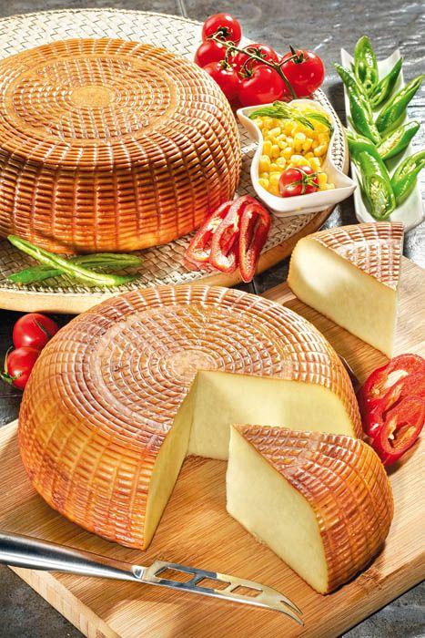 İsli Çerkez peyniri:   Hakiki çerkez peynirinin üretildikten sonra tütsülenmiş halidir. Az yağlı, az tuzlu, nefis kokulu ve füme tadında bir peynirdir. Salatalarda, yağsız tavada kızartılarak ve kahvaltıda kullanılabilir. Şarap yanında da lezizdir.