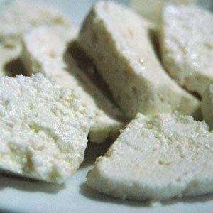 Adana Toros keçi peyniri:   Toros Dağları'nda yetişen keçi sütünden yapılan, az yağlı, tuzlu, sert bir peynirdir.