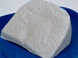 Edremit sepet peyniri:   Zeytin dallarından yapılan, örme sepetlerle kalıplanan, genellikle karışık sütlerden yapılan (koyun, keçi, inek sütleri) az tuzlu bir peynirdir. Salatalarda, kahvaltılarda ve başlangıç olarak şarap ile birlikte kullanılabilir.