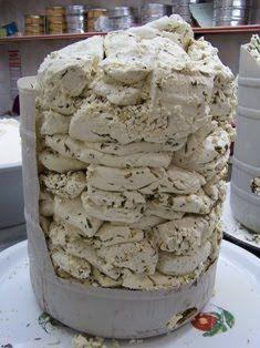 Van otlu peyniri:   Sütün ve otun bol olduğu ilkbahar döneminde, genellikle koyun sütünden yapılan geleneksel bir peynirdir.