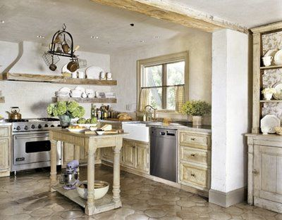 • Romantik mutfak yaratmak için en güzel detay ise çiçekler tabii ki. Varsa mutfak masanıza ya da pencere önüne yerleştireceğiniz minik saksılardaki renkli çiçekler sayesinde romantizme bir adım daha yaklaşmış olacaksınız.