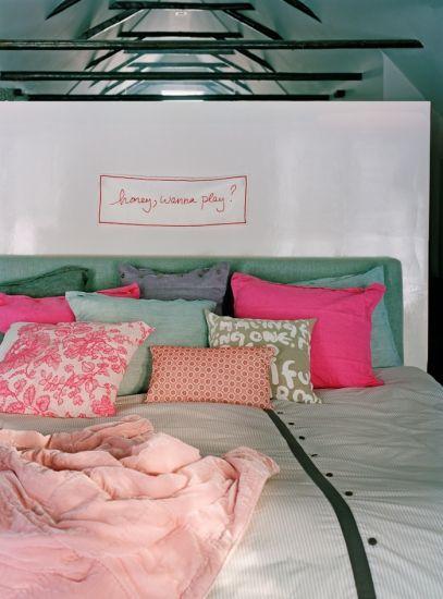 •Rengarenk yastıklarla yatağınızı neşeli ve konforlu bir hale getirin.