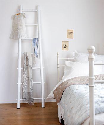 •Merdivenler, evin tüm alanlarında olduğu gibi, yatak odalarında da, çok fonksiyonel bir depolama alanı yaratırken, çok da dekoratif duruyor.
