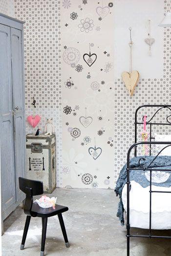 •Değişik duvar kâğıtlarını, patchwork gibi uygulayabilir, duvar kağıdının içindeki desenlerden oluşan objeleri de kullanarak çok orijinal bir duvar elde edebilirsiniz.