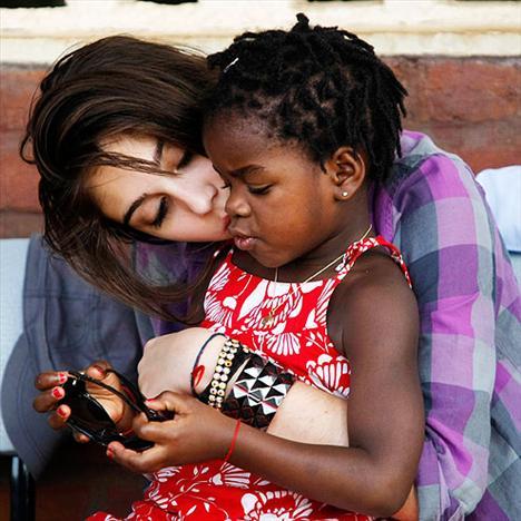 Madonna'nın 14 yaşındaki kızı Lourdes ve minik kardeşi Mercy