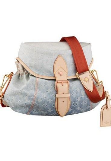 Louis Vuitton  Günlük kombininizi yapabileceğiniz spor çanta