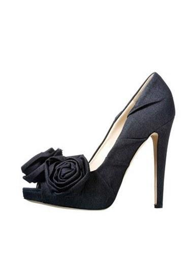 Moschino  Gül detaylı siyah ayakkabı