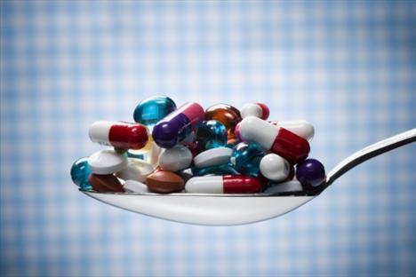 C vitamini: Dişlerin kaybedilmesine yol açan iskorbüt hastalığı, diş etlerinde şişme ve yaraların iyileşmesinde güçlük.