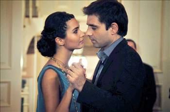Hasret'i, Murat ile olan ilişkisinde yeni sürprizler bekliyor.   Öte yandan, başarılı bir şarkıcı olma yolunda ilerlerken çok zorlu süreçlerden geçecek.