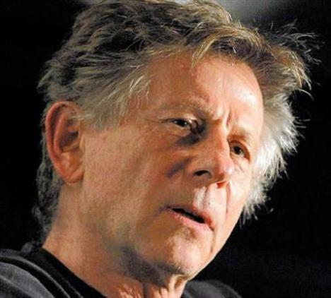 İsviçre'ye bir festivalden ödül almaya giden ünlü yönetmen Roman Polanski, yıllar önce gerçekleştiği iddia edilen bir taciz olayı yüzünden kendini demir parmaklıklar arasında buldu.