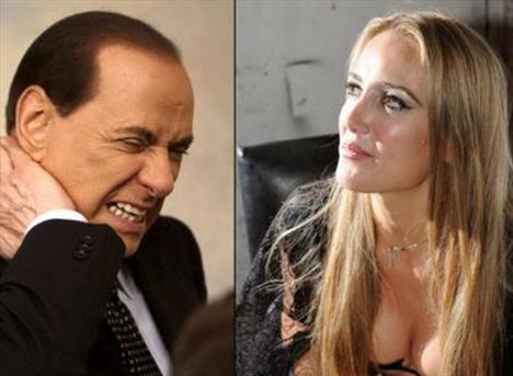 Yatağın güzelliğine değinen Patrizia, Berlusconi'nin onu Putin'den aldığını söylediğini, duş aldıktan sonra üzerine atlayarak onu yatağına attığını belirtiyor.   Ardından içeri giren üç kızın lezbiyen ilişkiye girdiklerini ve Berlusconi'nin ayaklarına mesaj yaptığını da anlatan Patrizia, hayatında böyle bir haremin eşi olamayacağını kitabında belirtti.
