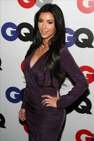 Kim Kardashian...  Ermeni asıllı sosyelitin sevgilisi Ray J. ile sevişme görüntüleri nete düştü.