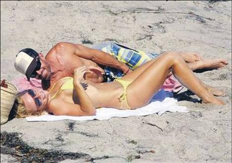 Görüntüler 1998 yılında ortaya çıktı. İlk seks kaseti olan ünlü unvanını elde etti.