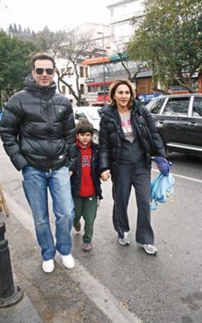 Şimdi eşi ve oğluyla birlikte mutlu ve sakin bir hayat sürdürüyor.