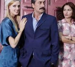 Şu sıralar da Kanal D'nin izlenme rekorları kıran Öyle Bir Geçer Zaman ki dizisinde Ali KAptan rolünü üstleniyor.