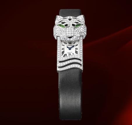 CARTIER Panthére Secréte Cartier'in Secret Hours (Gizli Saatler) koleksiyonundaki şiirsel yaklaşımının en güzel temsilcilerinden olan bu mücevher saatte, Cartier'nin ikonik panteri zamanı saklayıp ortaya çıkararak, onunla adeta saklambaç oynuyor. 2,7 karat pırlantanın kullanıldığı Cartier'in saklı panteri, kapalı haldeyken mükemmel bir bilezik görünümünde.