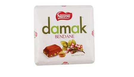 Damak Bendane Antep Fıstıklı Sütlü Çikolata  Türk fıstıklarıyla üretilen 78 yaşındaki Damak çikolatayı hepimiz yakından tanıyoruz. Yeni Damak 'Bendane' ise Eylül ayında toprağa ilk düşen ve tüm hasatın en lezzetlisi olan yeşil bendane fıstık taneleriyle yapılıyor. Sınırlı sayıda üretiliyor. İçeriğindeki kakao kuru madde oranı ise yüzde 29.  100 gr.'da;   571 kcal. enerji,   36.9 gr. yağ,   36.9 gr. protein