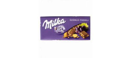 Milka Üzümlü Fındıklı Sütlü Çikolata  Sütlü çikolatadaki kakao kuru maddesi yüzde 30 oranında. Yüzde 12 oranında üzüm, yüzde 5 oranında da fındık parçacıkları kullanılmış. Fındık E vitamini, B6 vitamini, manganez, demir ve folik asit yönünden çok zengin. Bu da çikolatanın besin değerini artırıyor. Milka tablet çikolatalar, açılır kapanır paketiyle daha kolay bir kullanım sunuyor.  100 gr.'da;   505 kcal. enerji,  27.5 gr. yağ,   6.6 gr. protein
