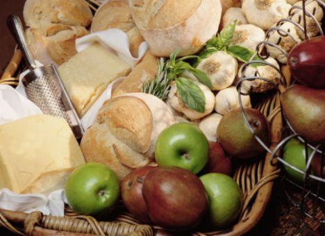 •60 gr peynir (tulum peyniri/ lor peyniri/ beyaz peynir), 1 adet küp küp doğranmış yeşil elma ve 20 gr dövülmüş ceviz ile sabah kahvaltısı için tüketebileceğin çok lezzetli bir salata hazırlayabilirsin.