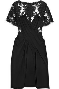 Siyah dantelli elbiseleri görmek için tıklayın!