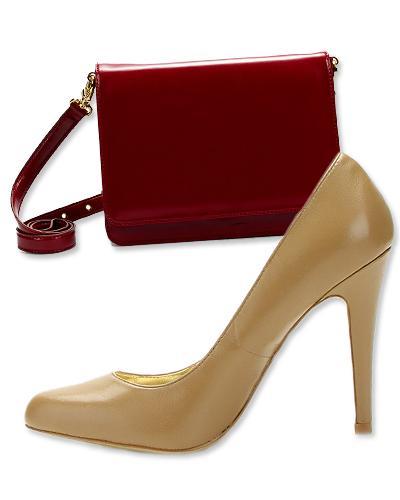 14. Kırmızı, deri Zara çanta ve Charles by Charles David stiletto.