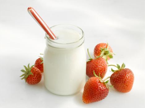 Yoğurt Artık sadece kemik sağlığınız için değil, güzelliğiniz için de yoğurt yiyin. Daha parlak ve pürüzsüz bir cilt için olmazsa olmaz...