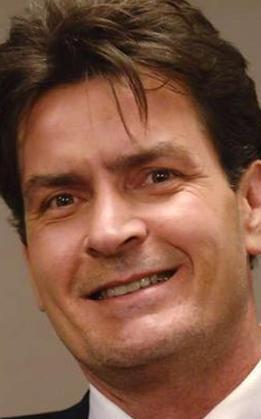 Yılın skandalına o imza attı  Daha önce de adı seks skandallarına karışan Charlie Sheen bu kez kolay unutulmayacak bir skandala imza attı.