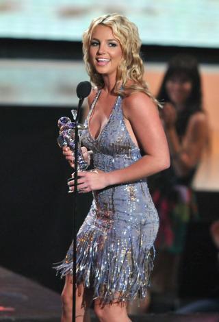 Ancak, aradan geçen aylar içinde Spears toparlandı.   Hatta MTV gecesinde aldığı ödüllerle yeniden doğuşunu müjdeledi.