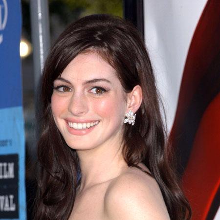 Sevgilisi dolandırıcı çıktı  Hollywood'un tatlı kızı Anne Hathaway sevgilisinden hiç ummadığı bir darbe yedi...