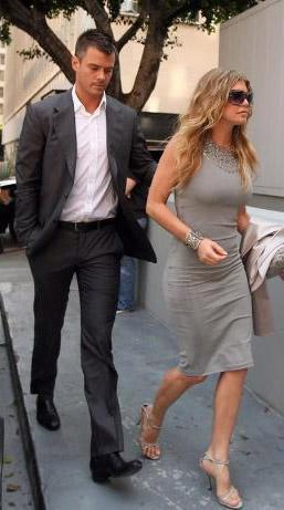 Striptiz kaçamağı  Ünlü şarkıcı Fergie'nin yeni evlendiği kocası Josh Duhamel tarafından aldatıldığı iddiaları gündeme bomba gibi düştü.