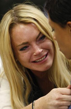 Uyuşturucu testinden geçemediği için hapis cezasına çarptırılan Lohan bu kararı duyduğunda gözyaşlarını tutamamıştı.