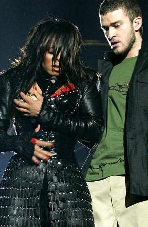 Amerikan Süper Kupası'nda skandal  Amerikalı sporseverlerin ilgiyle izlediği Amerikan Süper Kupası finalinin devre arasında, Janet Jackson ile Justin Timberlake sahneye çıktı.