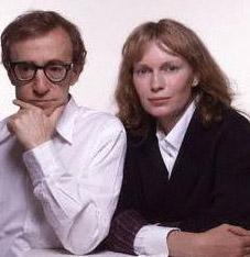 Nevrotik deha bunu da yaptı  Uzmanlara göre, aktör, yönetmen, senarist, müzisyen ve yazar olan Woody Allen nevrotik bir deha.   Allen'in uzatmalı sevgilisi Mia Farrow, evlatlık kızı Soon Yi'nin çıplak fotoğraflarını ünlü yönetmenin evinde buldu.