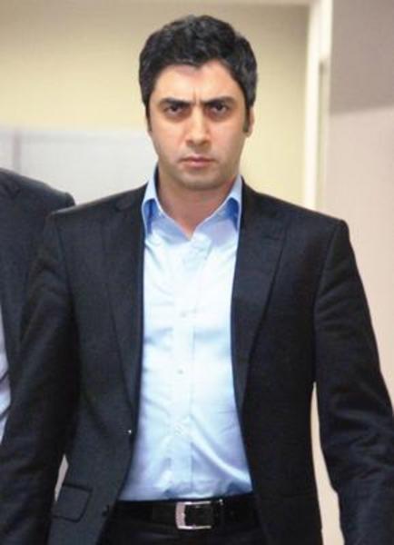 Kurtlar Vadisi onun miladı oldu...   Bu dizideki Polat karakteriyle sadece Türkiye'de değil, Arap ülkelerinde de fenomen haline geldi...