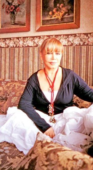 Dikiş nakışı seviyor Müzik dünyamızın minik serçesi S  ezen Aksu'nun en büyük hobisi evinde dikiş nakış işleriyle uğraşmak.