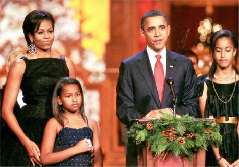 National Building Museum'da gerçekle 'Christmas in Washington 2010' etkinliğinde  görkem, ihtişam ve bolca eğlence vardı... A.B.D Başkanı Barack Obama,  first lady Michelle Obama kızları Maile ve Sasha  kızları Maile ve Sasha, 25 Aralık öncesindeki hafta, farklı etkinliklerle Noel'in gelişini kutladılar.
