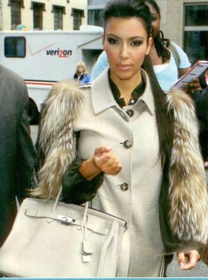 Kim Kardashian, 2006 ve 2007 yıllarında kürk tutkusunu küçük etol parçalar ve bolerolarla gözler önüne seriyordu.